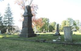 RIDGELAWN CEMETERY - OCTOBER 17 2017 - TALL DARK MONUMENT IN FAMILY PLOT